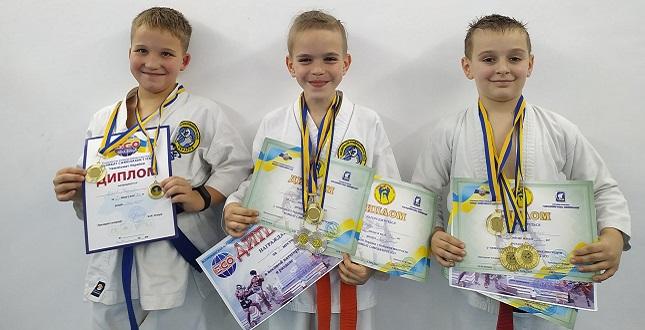 Команда вихованців підліткового клубу «Ровесник» здобула 20 золотих медалей на Чемпіонаті України з бойового мистецтва «Комбат самозахист ІСО»